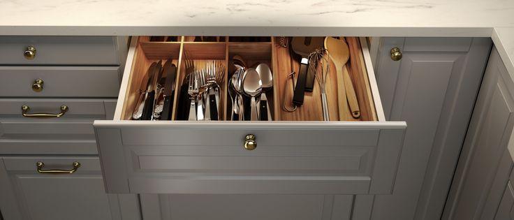 Tava pentru tacâmuri VARIERA te ajută să îți organizezi mai bine ustensilele de bucătărie și să le găsești mai ușor când ai nevoie de ele.