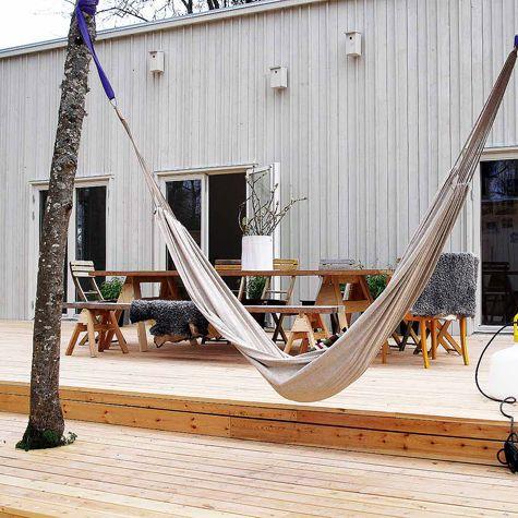 Ett hus från Leva Husfabrik är ett miljövänligt hus tillverkat i massivträ. Med golv, väggar och tak i trä för härliga ytskikt och ett fantastiskt hållbart hus!