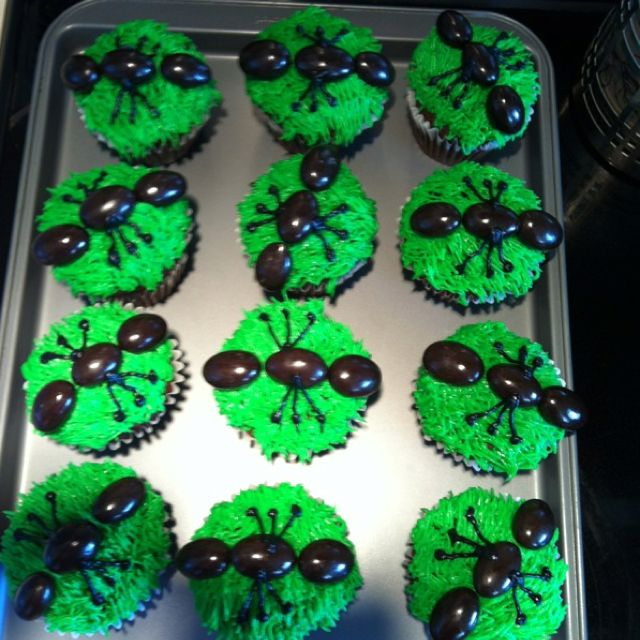 Ant cupcakes. Perfect for a bug theme birthday party or picnic! Chocolate covered almond ants an Wilton grass tip