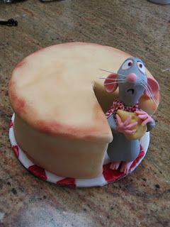 Ratatouille cake. Adorable expresion en su carita. Se me olvida lo repugnantes que son las ratas en realidad.