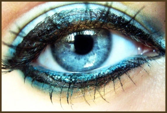 turquoise eye drawing projects turquoise eyes. Black Bedroom Furniture Sets. Home Design Ideas