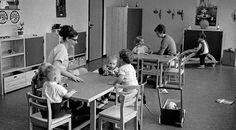 I slutningen af 1970'erne og i begyndelsen af 1980'erne begyndte det store rykind i de danske daginstitutioner. Der skete også et udvikling imod en mere humanistisk pædagogik, hvor der var særligt fokus på kreativitet og social læring.