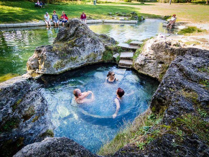 Aj keď na Slovensku nemáme more, aj u nás sa dá okúpať originálne a dokonca zadarmo.