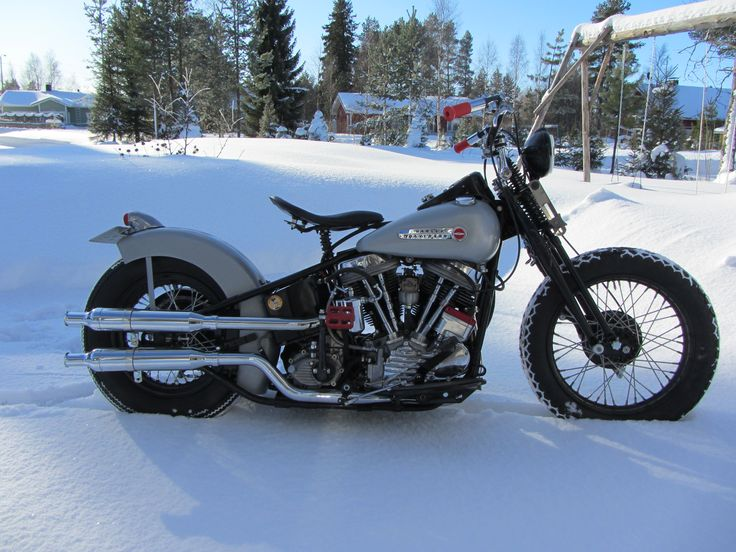 Joonas Pirilä osallistuu kisaan hienolla itse maalatulla -49 Harley Davidson Panheadilla. Väri on RAL hopea ja päällä laitettiin Mipan mattalakka.