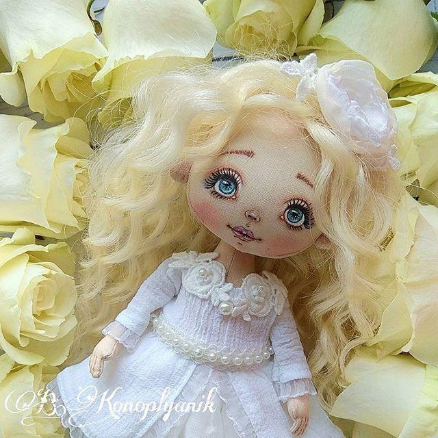 Уже скоро мы узнаем кому достанется эта милая крошка. Всем хорошего дня! ___________________________________ #куклыручнойработы #куклавподарок #куклаизткани #интерьернаякукла #текстильнаякукла #коллекционаякукла #авторскаякукла #идеяподарка #чтоподарить #подарокручнойработы #хобби #любимоедело #шьюслюбовью #куколка#радость #подарок #хорошегодня #питер #москва #краснодар #екатеринбург #крым