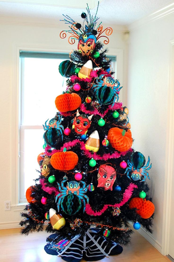 Decorating a tree isn't just for Christmas, DIY Network has ideas for adding a Halloween tree to your autumn decor.