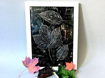 Embossing Technik mit Blätter und Aluminiumfolie