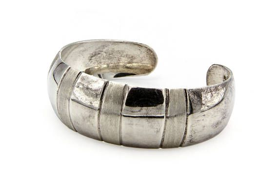 Striped Sterling Bangle Bracelet, Minimalist Cuff Bracelet, Wide Heavy Bracelet, Vintage Taxco Jewelry, Flexible Cuff Bracelet, 925 Sterling Silver, Mexican Sterling Jewelry, Alternating Striped Bangle, Brushed Metal Wrap Bangle, Modernist Womens Accessories, Taxco TB63 Sterling, Vintage 80s Jewelry, Signed Hallmarked Jewelry, Mexican Silver Bangle, Geometric Art Deco Style, Organic Ethnic Style Jewelry, Latin American Jewelry, Handmade Fine Jewelry, Made In Mexico, Plata Mejicana…