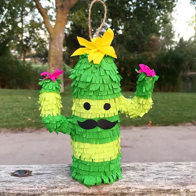 🌵mini piñata 🌵(set of 3) buy now on etsy! Link on bio!.  .  .  .  #flowers #piñata #piñatita #minipiñatas #cactus #green #park #fiesta #bigote #moustache #bigode #party #fiesta #piñatastime #piñataparty #piñatasmexicanas #mexicanpiñata #mexicanart #mexicano