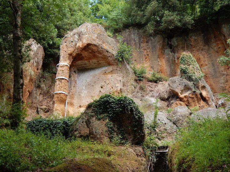 Parco Archeologico Città del Tufo - Sovana - Andare a visitare il parco archeologico è come fare un lungo salto nel passato.