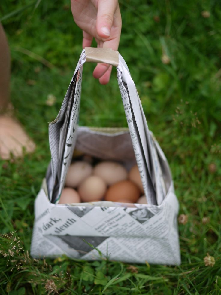 Make an Egg Basket from Newspaper. BUT HOW MANY OTHER THINGS COULD YOU USE THIS FOR??? This is SO neat!
