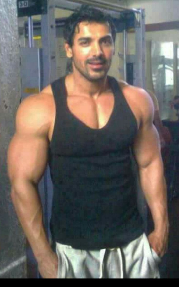 Ohh my goshh john abraham is giant.