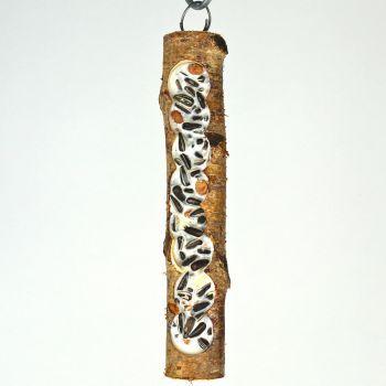 Futterholz klein mit bestem Vogelfutter und Rindertalg Das Futterholz ist eine ausBirkenholz hergestellte, nachfüllbare Wintervogelfütterung. Durch mehrere Bohrungen entsteht eine längliche Öffnung im Holz. Es ist mit bestem Vogelfutter...