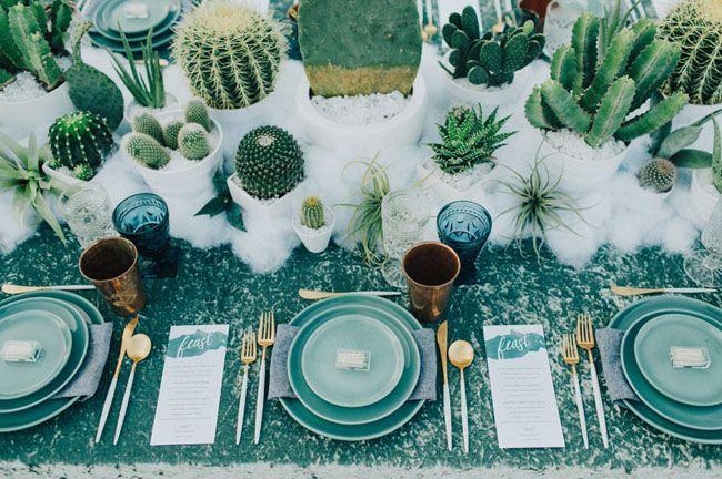 Hoe tof is deze setting voor een cactus bruiloft! Foto: Laura Goldenberger Photography