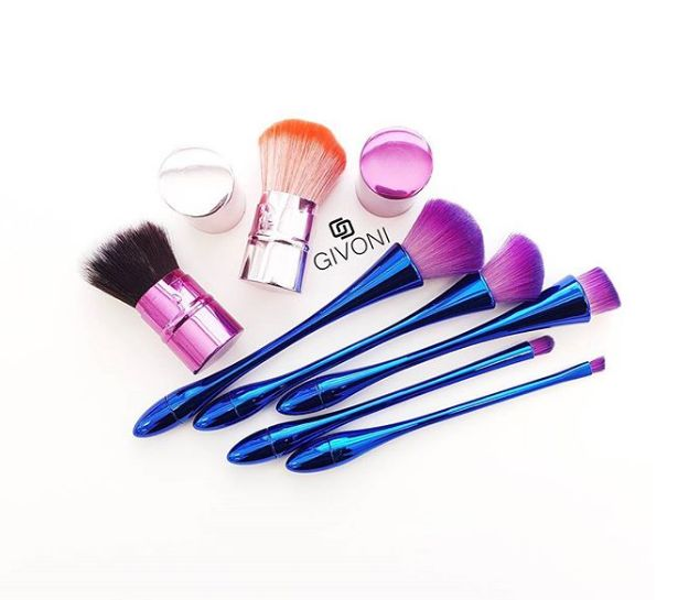 First of all, it is easy to use as you can comfortably apply any type of makeup with this brushing option and get an exclusive appearance. The brush is ideal for highlighting your face to give it an amazing look.