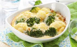 Brócolis gratinado com molho branco light - Receitas - GNT