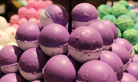 roller bath bomb £3.95 lush oxford street exclusive.. almost positive they're a spring exclusive as well