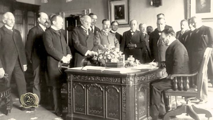 Queen Victoria gave the Resolute Desk to the US President