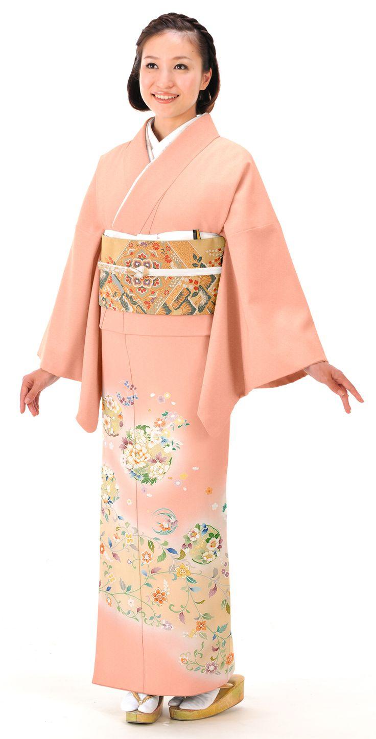 ピンクと唐花に花の丸がおしゃれな色留袖。結婚式にぴったりの色振袖まとめ。ウェディング・ブライダルの参考に