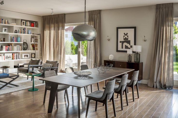 Howard table by Poliform; slim top sits on solid, yet elegant legs. Available in MOOD showroom. #mood #poliform #table #longtable #slimtop #elegant #modern