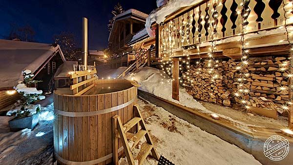 Rien de tel qu'un petit bain finlandais après une bonne journée de ski!  Ce chalet de vacances à Châtel en Haute Savoie pour 20 personnes dispose également d'un sauna et d'un jacuzzi! Holiday letting with hot tub and sauna in the french Alps
