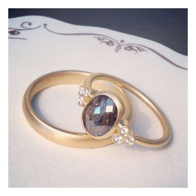no10 handmade #danishdesign #vielsesringe #rosecutdiamond @lovegoldlive