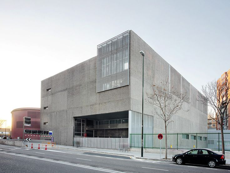 Sports Center and Indoor Pool / Alday Jover Arquitectura y Paisaje