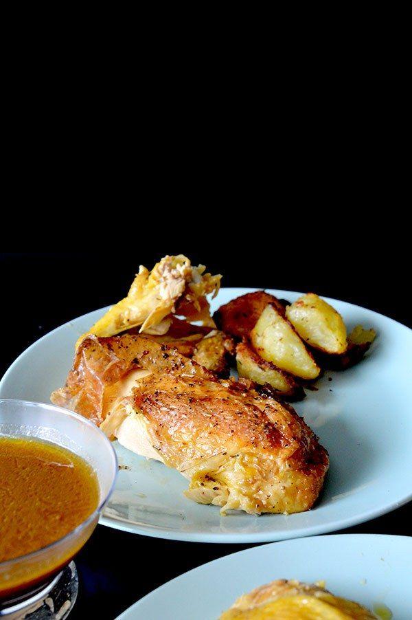 este pollo asado es super facil de preparar, ademas con la verduras prepararemos una salsa deliciosa para acompañarlo.
