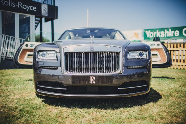Wraith outside the Rolls-Royce Country Club at the CLA Game Fair