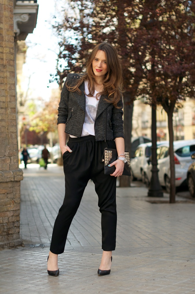 baggy pants + Mickey Mouse T-shirt (Street Style by Macarena Gea)