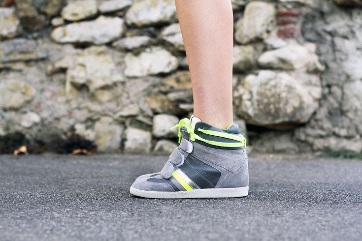 #fashion #shoes SERAFINI MANHATTAN FLUO Irene's Closet - Fashion blogger outfit e streetstyle: Serafini sneakers con la zeppa e dettagli chic