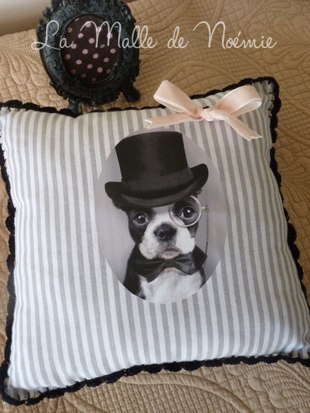 """Coussin """"Darling"""". €24,61, via Etsy."""