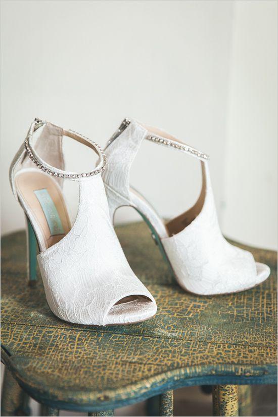 white lace heels | wedding shoes | bohemian bridal look | sunflower wedding ideas | #weddingchicks