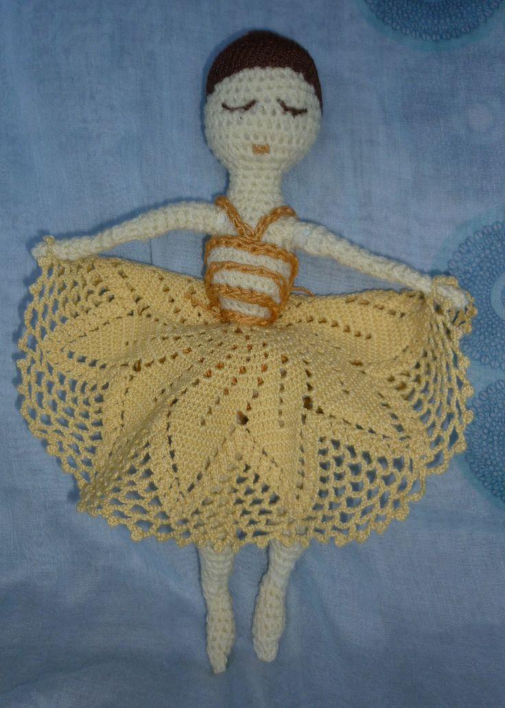 Hajlékony drótvázas balerina, horgolt