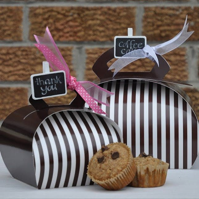 What's the secret to gifting a batch of baked goods? It's simple really: pretty presentation. Food gifts are always a favorite, and beautiful packaging makes them so fun! You don't have to be a master baker to invent a thoughtful food gift. (If the packaging is creative, who will even notice if the cookies aren't homemade!?) We've made it easy for you to amp up your cookie-gifting game with these 30 cute cookie wrapping ideas.