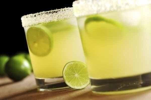 Отправлено из iPhone/iPad приложения Креативные идеи для жизни https://itunes.apple.com/us/app/kreativnye-idei-dla-zizni/id828278785?l=ru&ls=1&mt=8  Мятный лимонад.  Ингредиенты:  2-3 лимона  2.5 литра воды  1 небольшой пучок мяты  0.5 стакана сахара  Приготовление: Из лимонов выжать сок через насадку для цитрусовых. Воду вскипятить с сахаром, добавить корки от лимона и мяту, проварить 5-7 минут, затем кастрюлю погрузить в емкость с холодной водой и дать полностью остыть. Убрать из остывшего…