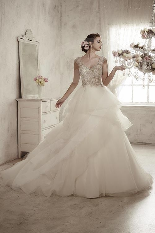 Jacquelin bridals canada 15586 wedding gown layers for Tulle skirt under wedding dress