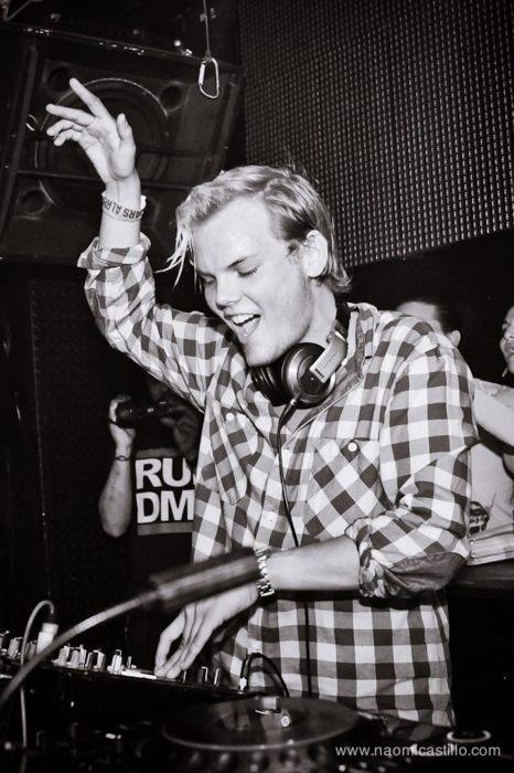 Musica Electronica- Avicii me encanta entre otros Dj's. El dance y house son otras de mis categorias predilectas.