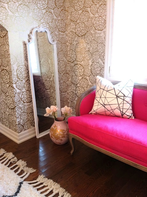 Fancy White Mirror Gold And White Mum Wallpaper Hot Pink Loveseat White And Black Pillow And