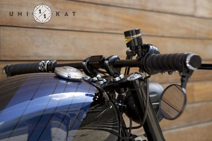 Triumph Bonneville SE motorcycle custom by Unikat Motorworks. Handmade leather grips with Motogadget turn signal for handlebar.