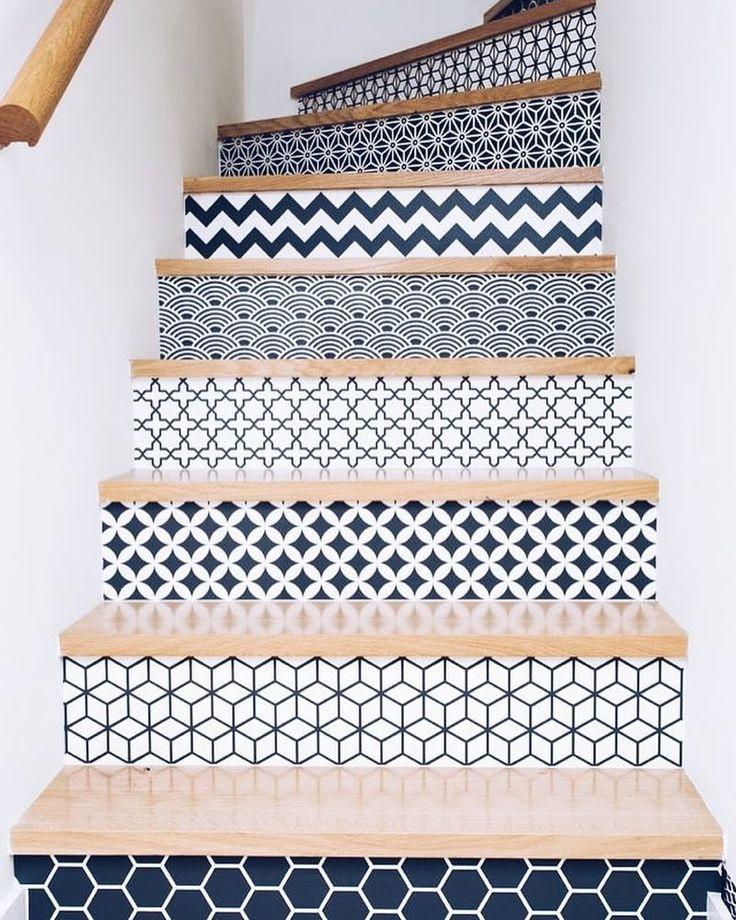 "889 Me gusta, 5 comentarios - DIY da Gaveta (@diydagaveta) en Instagram: ""Adesivo de parede fica super legal sendo usado para decorar batentes de escada. Que tal?! • mais…"""