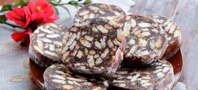 Σοκολατένιος κορμός, μπισκοτογλυκό και μερικά ακόμη αγαπημένα γλυκά ψυγείου είναι ό,τι ακριβώς θέλετε να απολαύσετε αυτή την εποχή!