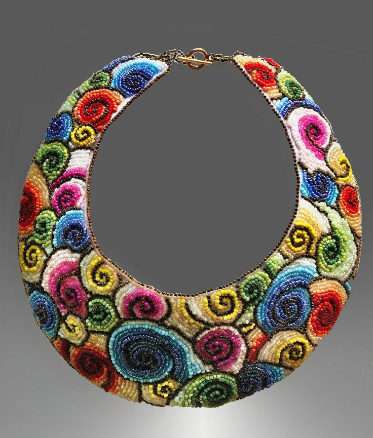Spirals embroidered collar