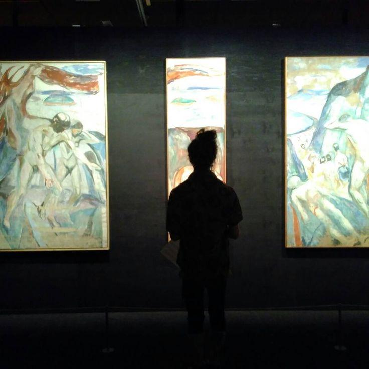 Tom and I at the Munch Museum, Oslo #norge #norway #oslo #museum #munch #munchmuseum #painting #oiloncanvas #travelling #travel #artgallery #art #норвегия #музей #галерея #исскуство #осло http://tipsrazzi.com/ipost/1524815300921589121/?code=BUpO2_3gv2B