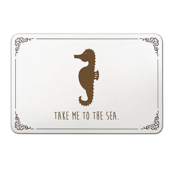 Türschild Seepferdchen aus Bambus  Coffee - Das Original von Mr. & Mrs. Panda.  Unser liebevoll handgefertigtes Türschild aus Bambus Coffee wird mit einer besonderen und individuellen Gravur versehen. Alle unsere Bambus Produkte sind 100% vegan, nachhaltig und naturbelassen.    Über unser Motiv Seepferdchen  Seepferdchen kennen wir vor allem aus der deutschen See und schon seit vielen Jahrzehnten als maritimes und stylisches Accessoir für den modernen und maritimen Einrichtungsstil. Wer also…