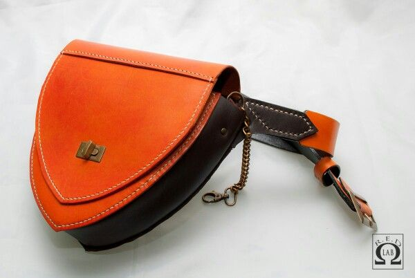 Cintura con borsa in cuoio cucita a mano modello a  scarsella da donna realizzata  da R.E.D LAB