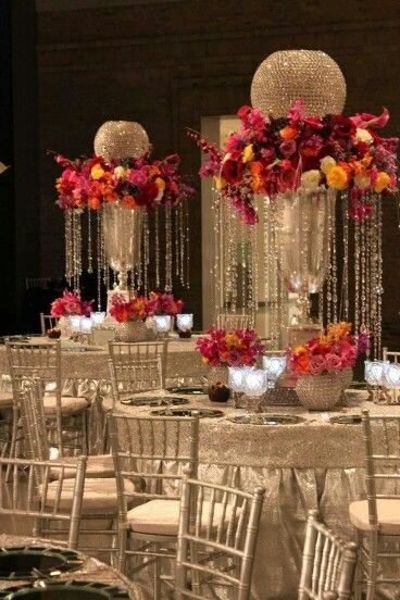 1920s gatsby flapper wedding tables. Chandelier crystals