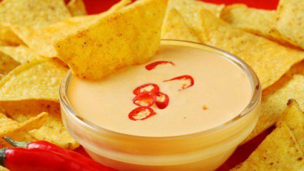 Dip de queijo cheddar picante para Doritos