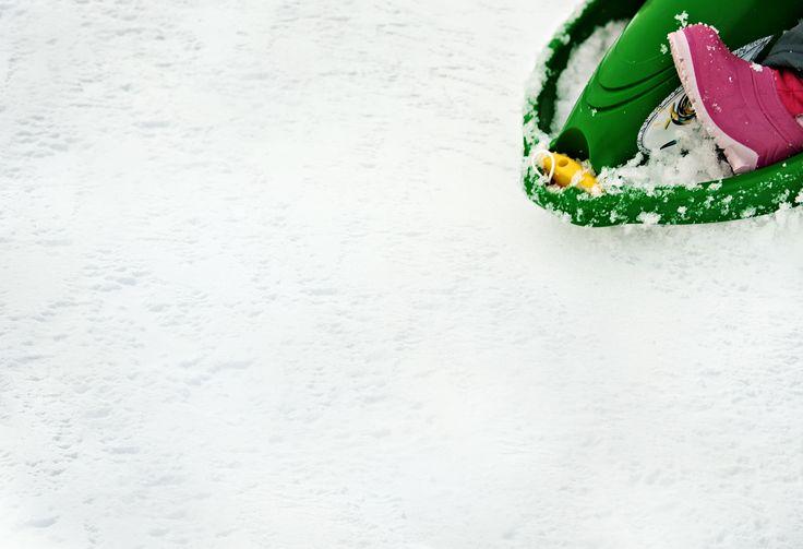 Having fun with this steerable bobsleigh - suitable for kids over 3 years. Hit the link to see our full offer of steerable sledges. ❆ Pro celou nabídku říditelných člunů, přejděte na odkaz. I zima může být parádní.