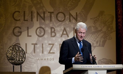 """Γιατί έρχεται ο Μπιλ Κλίντον στην Ελλάδα; Μήπως """"μύρισε"""" πετρέλαιο;"""